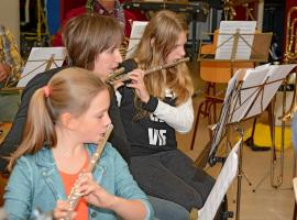 Afbeelding behorende bij Dierens Harmonie Orkest | Leer een blaas- of slagwerkinstrument bespelen