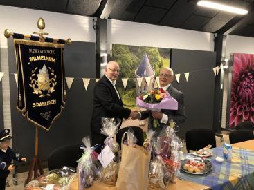 Afbeelding behorende bij Wilhelmina huldigt Joop Buter | 50 jarig lidmaatschap